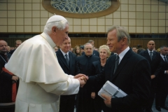 In Rome, Michael York presents The Pope with the New Testament of THE WORD OF PROMISE
